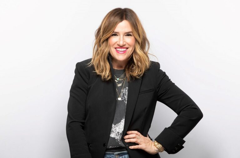 Alli Webb - Wild Business Growth Podcast #138: Co-Founder of Drybar, Squeeze, and Becket + Quill